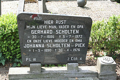 Grave of Gerhard Scholten and Johanna Piek.